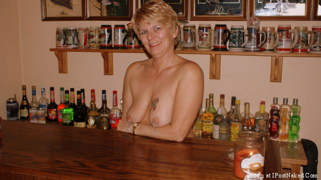 bar-tender-nude